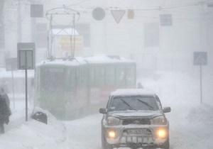 Новости Львова - снег - Новости Львовской области - Во Львовской области спасатели освободили из снежных заносов 13 карет скорой помощи и 50 автобусов