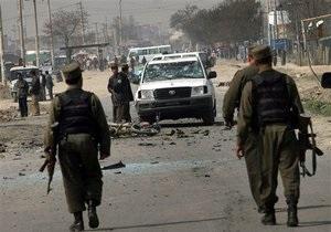 На севере Афганистана смертник взорвал себя в административном здании: около 30 погибших