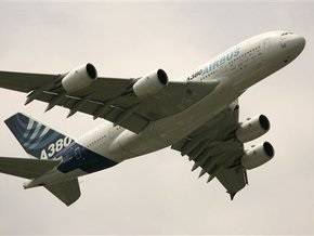 Аэробус с 444 пассажирами на борту вернулся в Париж из-за поломки двигателя