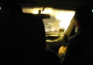 В Киевской области машина врезалась в автобусную остановку: есть пострадавшие