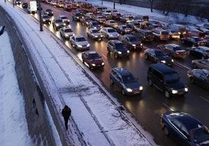 В Москве пьяный сотрудник ДПС уснул перед светофором