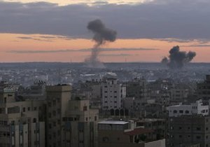 Палестинские боевики выпустили около 100 ракет, Израиль ответил авиаударами