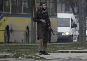 У посольства США в Сараево неизвестный ранил из АК двоих полицейских