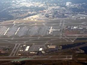 В Атланте самолет совершил аварийную посадку с горящим двигателем