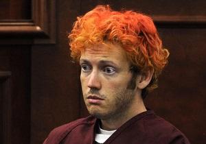 Обвиняемый в расстреле людей на премьере фильма о Бэтмене разбил голову о стену камеры