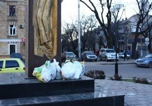 В Одессе неизвестные осквернили памятник жертвам Голодомора