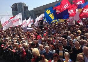 Лобовое столкновение: пресса о субботних митингах в Киеве