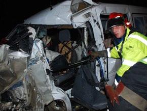 Во Львовской области микроавтобус столкнулся с грузовиком: погибли пять человек