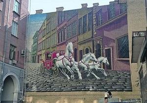 новости Киева - художники - Прорезная,15 - В центре Киева фасад здания украсила тройка белых коней
