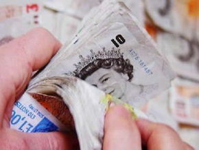 Промпроизводство в Великобритании упало почти на 3%