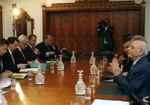 В Тунисе ушли в отставку три министра