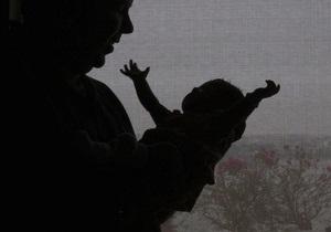 Женщина выбросила своего ребенка в унитаз самолета