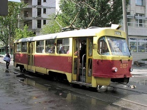 В Киеве владелец Mercedes избил машиниста трамвая
