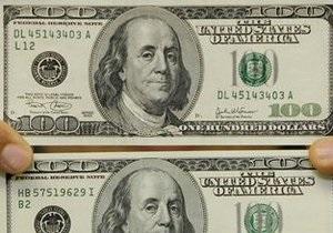 Несмотря на вчерашний рост на межбанке, официальный курс доллара остался на прежнем уровне