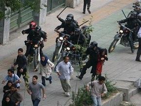 В центре Тегерана полиция открыла огонь по демонстрантам
