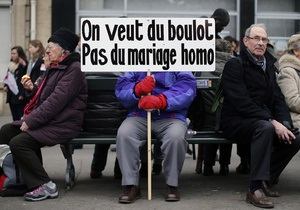 Верхняя палата парламента Франции одобрила однополые браки