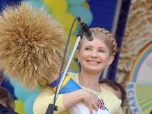 Тимошенко возложила цветы к памятникам Шевченко и Чорновилу
