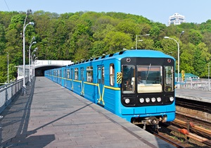 В киевском метро в час пик практически одновременно сломались два поезда