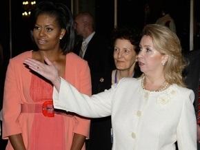 Супруга Медведева устроила семье Обамы экскурсию по музеям Кремля