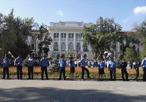 Возле суда в Харькове по традиции собрались сторонники и противники Тимошенко