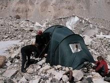 У донецких альпинистов во время восхождения на Эверест украли запасы еды