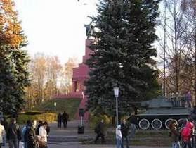 Под Киевом воссоздали бой за освобождение города в 1943 году