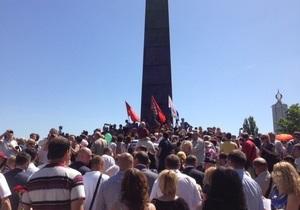Коммунисты освистали депутатов от Батьківщини в парке Славы в Киеве