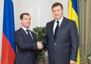 Медведев позвонил Януковичу
