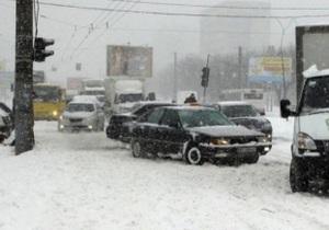 Сильные снегопады вызвали проблемы с транспортным сообщением во Львове и области