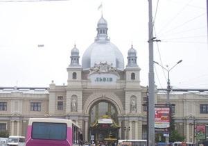 Во время визита Януковича во Львов неизвестные  заминировали  рынок и вокзал