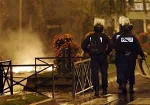 Неизвестные расстреляли из пулемета прохожих в центре Парижа: есть жертвы