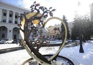 В Киеве на Майдане появилась тематическая скульптура Сердце Любви