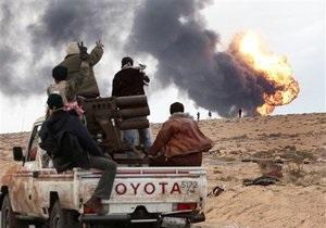 Верные Каддафи войска подорвали нефтехранилище на востоке Ливии