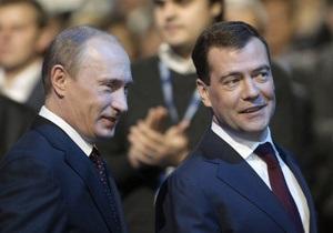 Опрос: Российской молодежи нравится деятельность Путина и Медведева