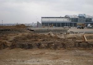 Власти не успели построить новую дорогу к аэропорту в Жулянах