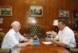 Янукович - Азарову: Кабмин должен взять под контроль тендерные процедуры