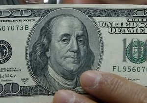 Доллар на межбанке просел ниже 8,1 грн