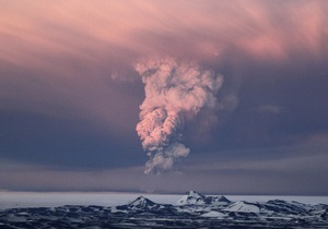 В Британии предупреждают, что завтра, вероятно, отменят рейсы из-за пепла от исландского вулкана