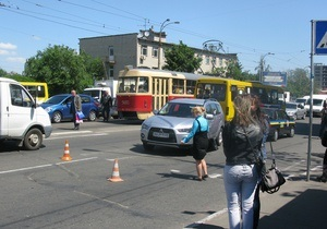 В Киеве восьмиклассник попал под колеса авто на переходе