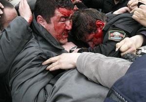 В столкновениях на юге Кыргызстана погибли два человека, 63 пострадали