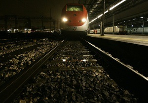 Во Франции поезд протаранил школьный автобус