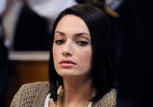 Российскую секретаршу семьи Пэрис Хилтон обвиняют в хищении в особо крупных размерах
