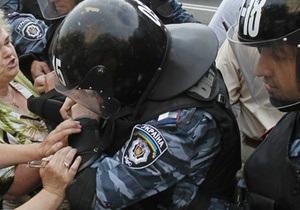 В Донецке задержали протестующих пенсионерок по пути следования кортежа Януковича