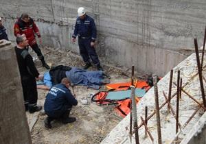 В Киеве мужчина упал в котлован новостройки