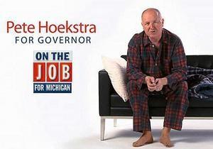 Американский конгрессмен рассказал в рекламе, что ночует в офисе