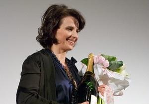 Фотогалерея: Цветы и шампанское. Жюльет Бинош в Киеве