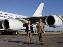 Самолет с сотней пассажиров совершил вынужденную посадку в Британии