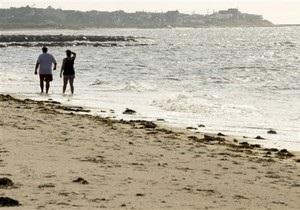 В Крыму двух россиян волна смыла в Черное море: один погиб, второго ищут