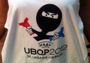 В Киеве активисты акции Спасибо жителям Донбасса передали футболку для Платини