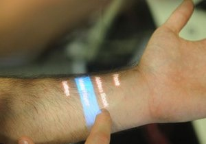 Американские ученые превратили человеческую ладонь в сенсорный экран
